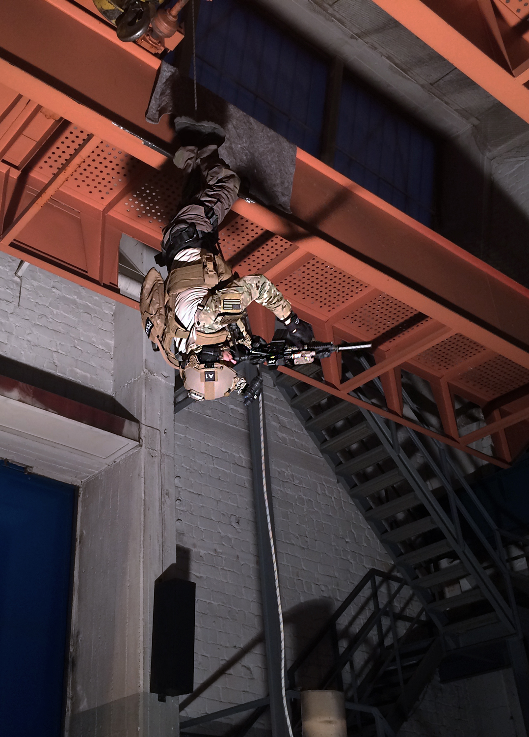 MG Action, Martin Goeres, tactical Rappeling with ballistic Helmet & Platecarrier, Abseilen, headfirst